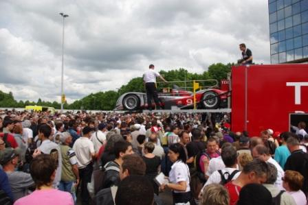 crowd at le mans
